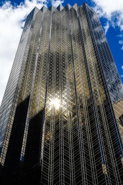 trump tower und blauer himmel new