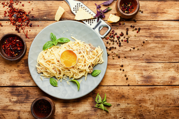 klassische italienische pasta carbonara