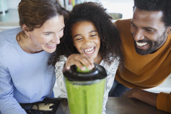 lachen multiethnisch gruppe menschen familie gesund