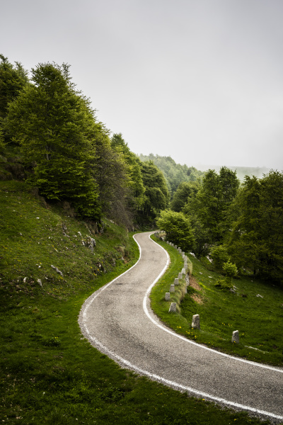 italien provinz verona verona kurvenlandstrasse in