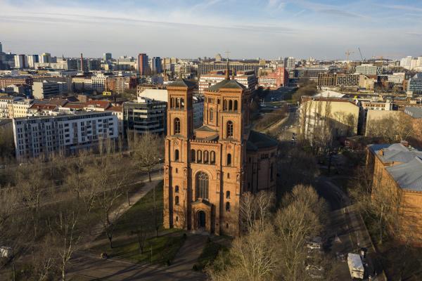 deutschland berlin luftaufnahme der thomaskirche