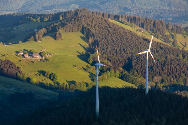 deutschland baden wuerttemberg windpark im schwarzwald