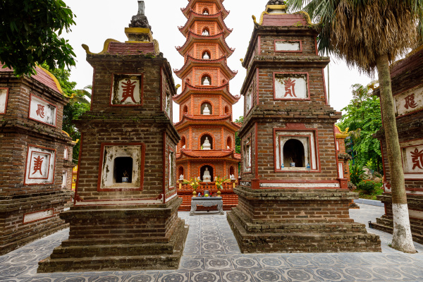 die tran quoc pagode in hanoi
