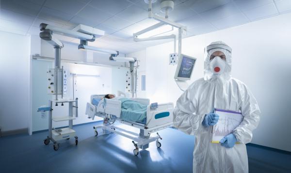 krankenschwester die waehrend der globalen covid