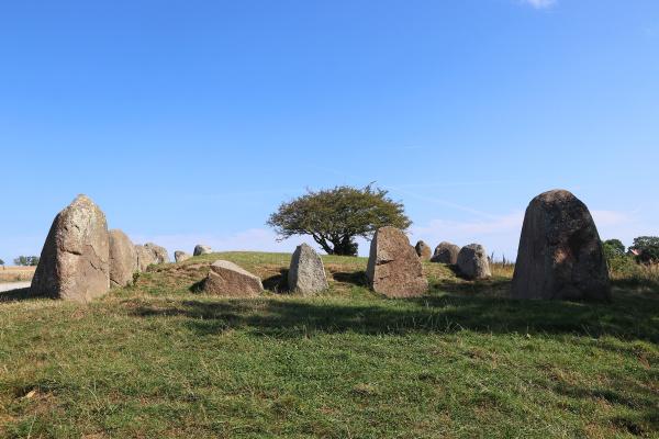 das neolithische megalithgrab nobbin auf der