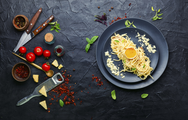 hausgemachte pasta carbonara