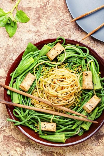 orientalischer salat mit nudeln spargelbohnen gebratenem
