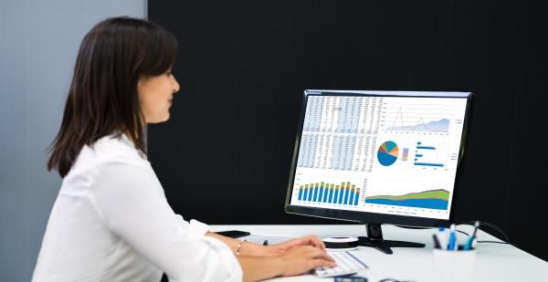 computer tabelle analysten mitarbeiterarbeit