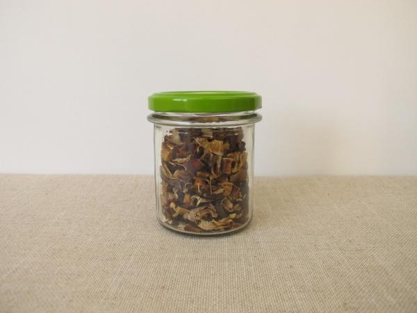 getrocknete pilze im glas lorbeerbolete und