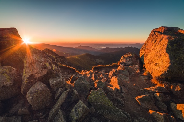 rocky mountain peak berglandschaft bei sonnenuntergang