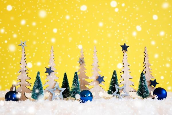 weihnachtsbaum schneeflocken blauer stern ball kopierraum