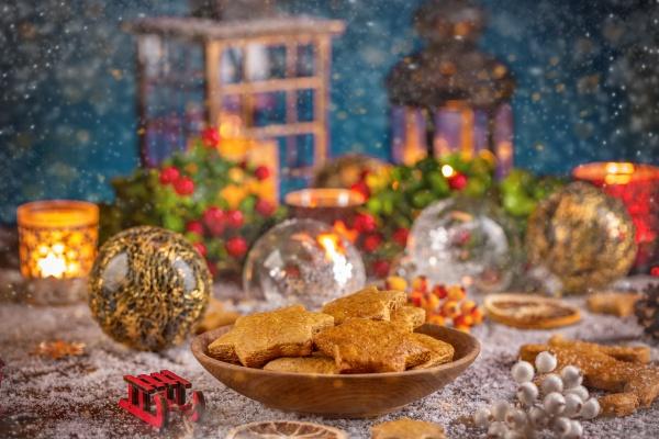 weihnachtsdekorationen mit lebkuchen
