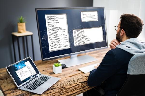 software developer programmer mit computer