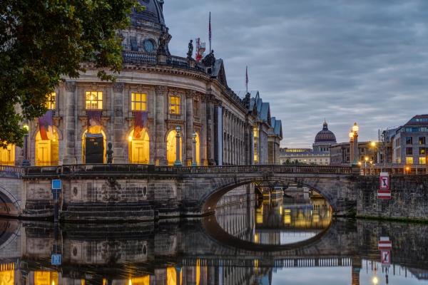 blick auf die museumsinsel in berlin