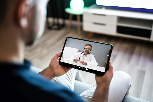 video konferenz doctor telemedicine consult call