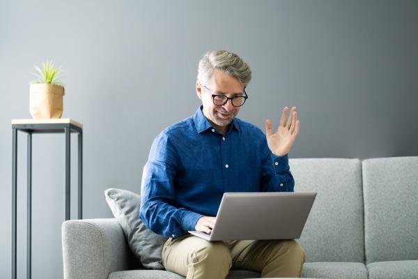 casual video konferenz auf laptop