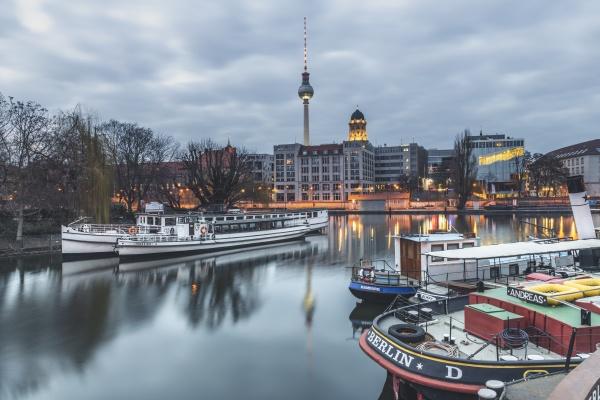 deutschland berlin mitte historischer hafen spree