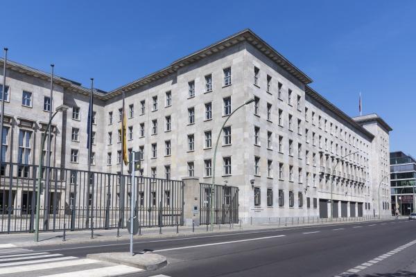deutschland berlin blick auf das finanzministerium