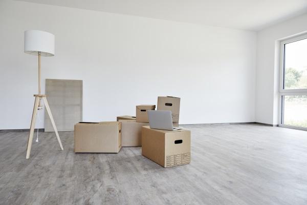 interior, of, modern, room, with, cardboard - 29122840