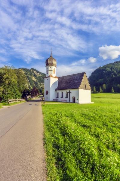 OEsterreich tirol kleine landkirche im tannheimer