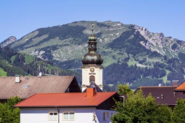 OEsterreich tirol turm der dorfkirche im