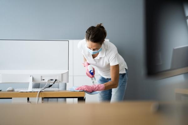 office desk reinigungsservice professioneller janitor