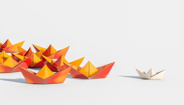 orangefarbene boote folgen einem papierboot