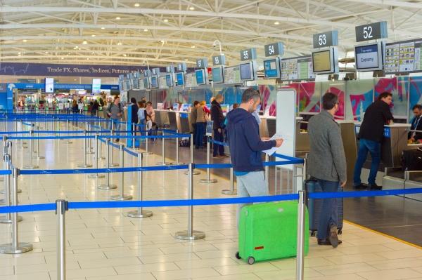 chekin people flughafen terminal zypern