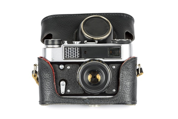 vintage analoge kamera in ledertasche auf
