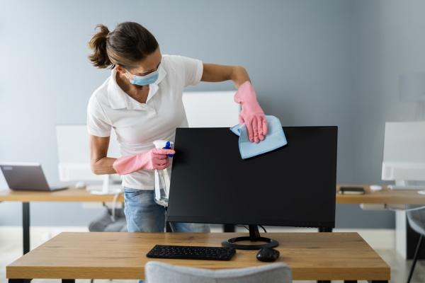 professioneller reinigungsservice fuer bueromonitore