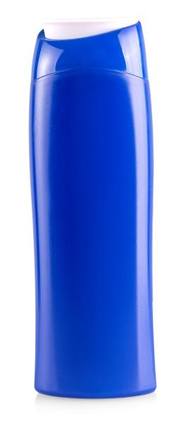 die blaue plastikflasche isoliert auf weissem