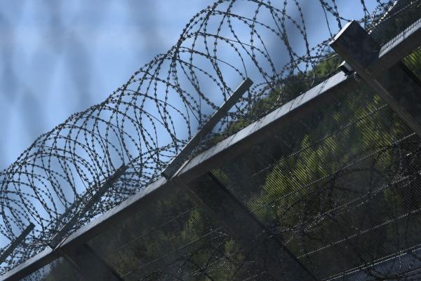 stacheldrahtzaun, als, sicherheitsmaß, im, gefängnis - 29510044