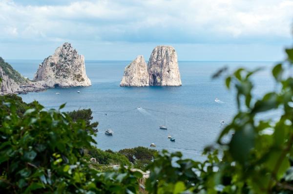 faraglioni beruehmte riesenfelsen insel capri