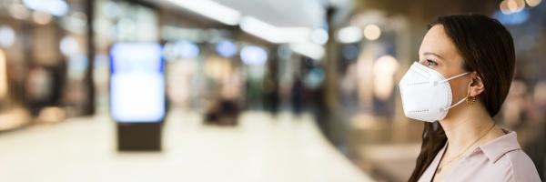 einzelhandel einkaufen mit gesichtsmaske