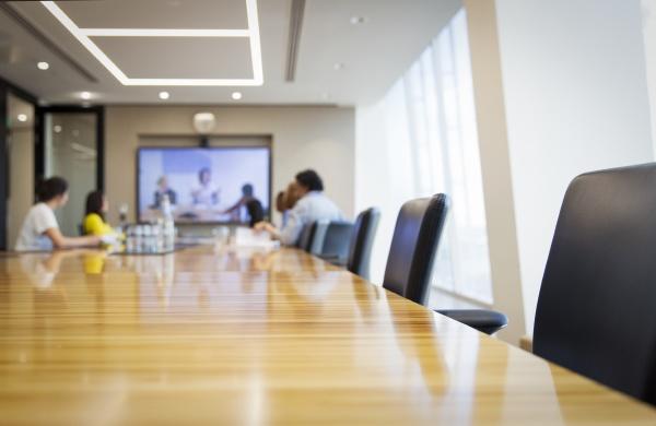 videokonferenzen fuer geschaeftsleute in konferenzraeumen