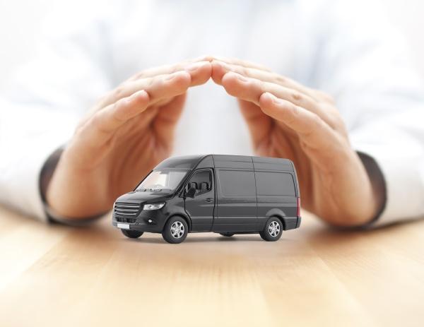 transport schwarzer van auto von haenden