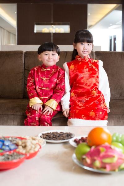 begleitende familie chinesisch neu jahr drei