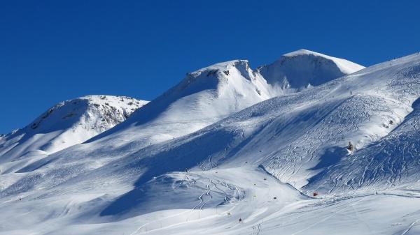 skipiste und berg skigebiet stoos