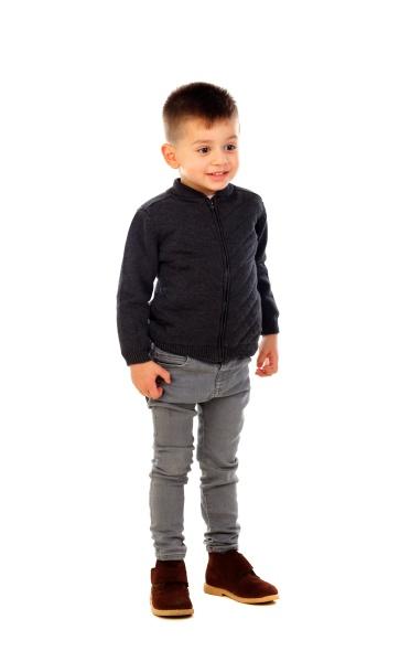 wunderschoenes kind mit jeans
