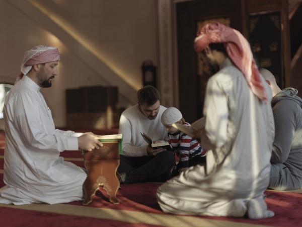 muslime, in, der, moschee, lesen, gemeinsam - 29810942