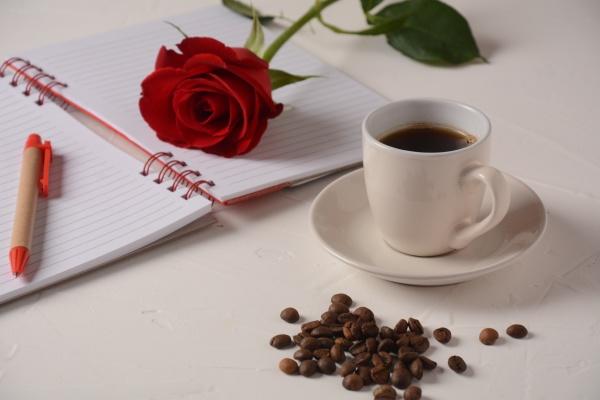 tasse, kaffee, notizbuch, stift, und, rosenblumen., kaffeepause, am - 29813999