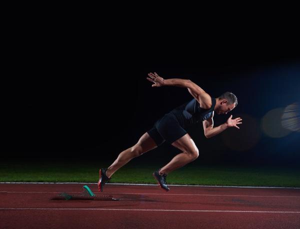 sprinter verlaesst startbloecke