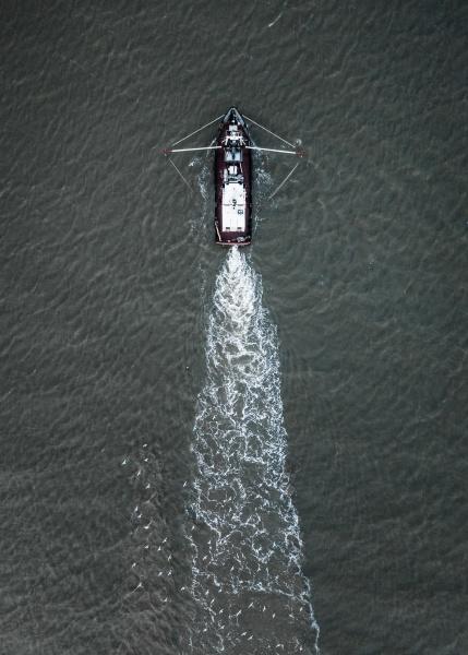 luftaufnahme eines fischerbootes in der nordsee