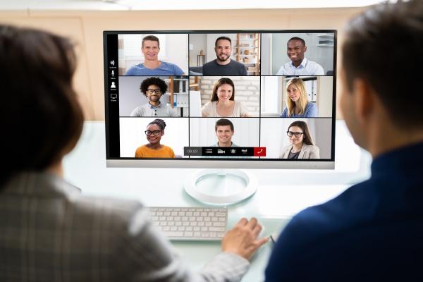 online videokonferenz meeting auf dem tablet