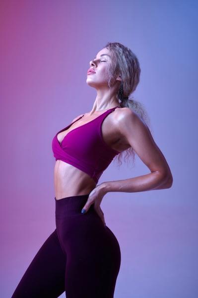 junge, sexy, frau, mit, schlanken, körperposen - 30407815