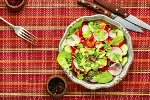 veganer fruehlingssalat