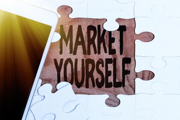 schild mit market yourself konzeptionelles foto