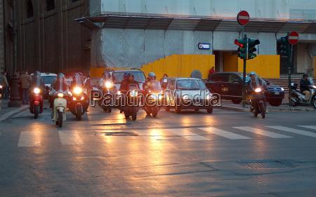 verkehr verkehrswesen lichter auto automobil personenkraftwagen