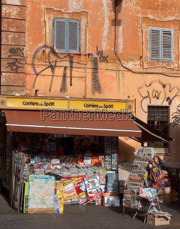 zeitung tageblatt haus gebaeude rom roma