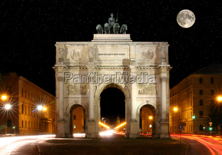 victory gate at night